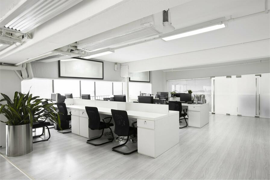 Molta luce è fondamentale per concentrare i dipendenti.